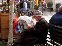 Dalla serie:Quelli che leggono.  - Taormina (3760 clic)