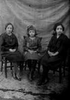 Vecchie foto:Pia,Ida e Jole Spatola.  - Montagnareale (3296 clic)