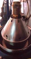 OLEIFICIO PALMERI: La colonna con i dischi del separatore olio Alfa-Laval. Usiamo ancora il separatore a pulizia manuale perchè l'olio esce più pulito di quello automatico. Quello a pulizia  automatica viene usato per le acque vegetali.  - Montagnareale (4399 clic)