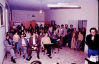 Sala consiliare Dibattito in occasione del referendum sull'aborto. Col microfono in mano,Basilio Caporlingua.  - Montagnareale (2919 clic)
