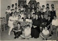Padre Spiccia e i giovani dell'Azione Cattolica. Anno 1962.  - Montagnareale (3736 clic)