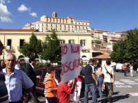 Manifestazione popolare contro la discarica. Perchè non è stata organizzata la stessa manifestazione contro le SUPERBOLLETTE DELL'ATO??!!  - Patti (3136 clic)