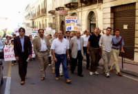 Manifestazione popolare contro la discarica. Perchè non è stata organizzata una manifestazione simile contro LE SUPERBOLLETTE DELL'ATO??!!.  - Patti (3317 clic)