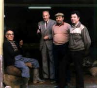 dal centro:il Prof.Giando,Sidoti Rosario e Antonio Calabrese al frantoio Palmeri.  - Montagnareale (4530 clic)