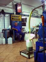 OLEIFICIO PALMERI: In primo piano l'olio del Sign.cappadona Rosario Un ottimo  olio ricavato da olive Verdelli. Come acidità aveva =0,4  - Montagnareale (3328 clic)