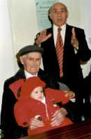 Antonino Milici il giorno del suo 100° compleanno. In braccio Elisabetta Sidoti alle Spalle il cav.riccardo Sidoti.  - Montagnareale (2933 clic)