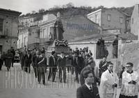 PHOTOVAZZANA: Processione S.Antonio. padre Spiccia,Pippo Milici,Padre Rocco.  - Montagnareale (5721 clic)