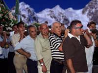 Processione M.S.S.D.Grazie 2003. Da sinistra:Rosario Barbitta,Salvatore Pirri,Nino Spanò.  - Montagnareale (6255 clic)