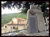 DSCN5046-monumento Società di mutuo soccorso di Montagnareale-Centenario (2921 clic)