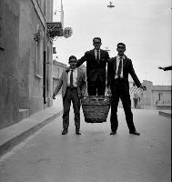 Archivio Vazzana-1962/4772- Da sinistra:Candido Blandano,Gino Sidoti,Gigi Manfrè.  - Montagnareale (5053 clic)