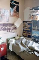 Casa dello studente di Milano. sotto le coperte con un'asciugamano sulla testa  Tino Gaglio.....  - Montagnareale (9408 clic)