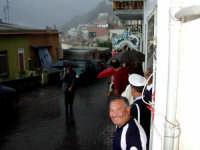 S.Sebastiano sotto la pioggia;processione. In primo piano Franco Pintabona.  - Montagnareale (2858 clic)