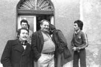 Da sinistra:Mimmo Pontillo,Don Turi,Gianni Cappadona,Antonello Cappadona,dietro Antonio Calabrese  - Montagnareale (3785 clic)