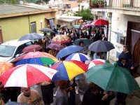 S.Sebastiano sotto la pioggia;processione.  - Montagnareale (1945 clic)