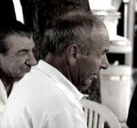 Nino Pintabona;dietro il prof.Franco Milici. P9266284   - Montagnareale (3027 clic)