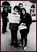 Distribuzione del giornalino Paese Nuovo. Da Sin.Girolamo Milici,Sabrina Crifò,Antonio Milici e Mariella Gullo.  - Montagnareale (4418 clic)
