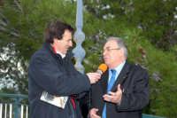 il sindaco di Montagnareale Nino sidoti viene intervistato in relazione alle numerose manifestazioni culturali che si sono tenute nel centro sociale di S.sebastiano. Dsc-1878  - Montagnareale (2430 clic)