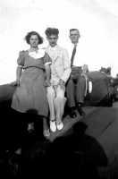 Vecchie foto:?-Rosa Buzzanca il marito e il figlio?  - Montagnareale (3200 clic)
