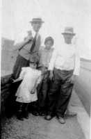 Vecchie foto:Salvatore Buzzanca,Roberto Durant rispettivamente fratello e cognato di Buzzanca Flavia.  - Montagnareale (4703 clic)