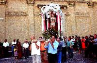 processione S.Sebastiano;uscita dalla Chiesa Madre.  - Montagnareale (3099 clic)