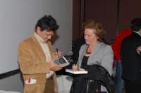 Lo scrittore e Filosofo Marcello veneziani nel centro sociale di S.Sebastiano mentre autografa una copia del suo ultimo libro DSC_1949   - Montagnareale (2452 clic)