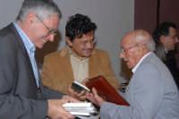 Lo scrittore e Filosofo Marcello veneziani nel centro sociale di S.Sebastiano mentre autografa una copia del suo ultimo libro al Cav.Riccardo Sidoti. DSC_1963  - Montagnareale (2273 clic)
