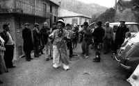 Carnevale a Montagnareale. Al centro vestito in Maschera Don Vincenzino Cappadona  - Montagnareale (3239 clic)