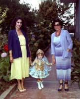 Lia Cottone vestita da verginella in occasione della festa in onore a M.S.S.D.grazie.  - Montagnareale (2967 clic)