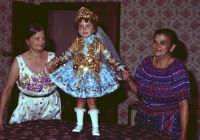 Lia Cottone vestita da verginella in occasione della festa in onore a M.S.S.D.grazie.  - Montagnareale (3150 clic)