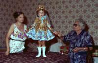 Lia Cottone vestita da verginella in occasione della festa in onore a M.S.S.D.grazie.  - Montagnareale (3157 clic)