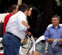1°AUTOSLALOM CITTA' DI MONTAGNAREALE. Anna Munafò bacia sulla guancia Rosario Sidoti che a stento riesce a mantenersi in piedi!!  - Montagnareale (4292 clic)