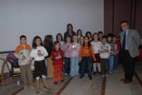 La giornalista Rula jebreal con i bambini della Scuola elementare di Giosa Marea. DSC_2318  - Montagnareale (2908 clic)
