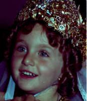 Lia Cottone vestita da verginella in occasione della festa in onore di M.S.S.D.Grazie.  - Montagnareale (2525 clic)