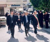 Visita del Prefetto a Montagnareale. Da sinistra:Pippo Scandurra,Il Prefetto,L'ex Sindaco Tino Gaglio.  - Montagnareale (7012 clic)