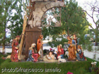 Presepe realizzato in occasione del Santo Natale 2004, in Piazza Umberto I. (2005)    - Zafferana etnea (5166 clic)
