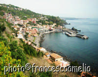Veduta del borgo marinaro e porticciolo.(2oo5)  - Santa maria la scala (2589 clic)