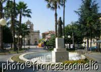 Veduta di piazza S. Francesco e piazza Carmine.(2oo5)  - Giarre (2717 clic)