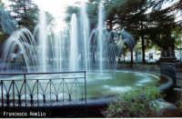 Villa comunale particolare della fontana.(2004)   - Riposto (4198 clic)