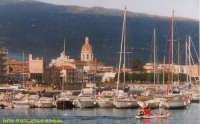 Barche ormeggiate all'interno del porto.(2003)  - Riposto (5592 clic)