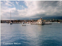 Veduta del porto turistico e torre di controllo.(2003)  - Riposto (2381 clic)