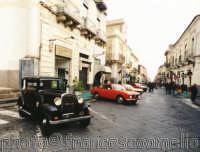Auto d'epoca in esposizione in Corso Italia.(2oo5)  - Giarre (1995 clic)