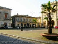 Piazza S. Pietro. (2oo6)  - Riposto (3432 clic)