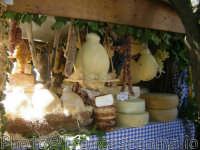 Esposizione prodotti tipici, Ottobrata.(2oo5)  - Zafferana etnea (2002 clic)