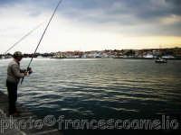 Pescatore al porto.(2oo5)  - Riposto (3032 clic)