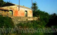 Tipica casetta rurale nella campagna della frazione Archi.(2oo5)  - Torre archirafi (2786 clic)