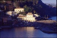 Veduta del borgo marinaro e porticciolo. (2oo4)   - Santa maria la scala (3376 clic)