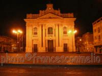 Veduta notturna della Basilica e omonima Piazza dedicata a S. PIETRO, Patrono di Riposto.(2oo5)  - Riposto (2217 clic)