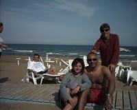 Saro e  Marcello con l'animatrice  - Marina di noto (5582 clic)