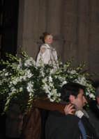 Uscita del simulacro ligneo del Gesù Bambino - Festa dell'Epifania 2006.  - Zafferana etnea (2029 clic)