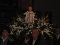 Processione del simulacro ligneo di Gesù Bambino - Festa dell'Epifania 2006.  - Zafferana etnea (2095 clic)
